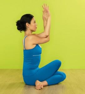 posizione della lucciola tittibhasana  yoga journal